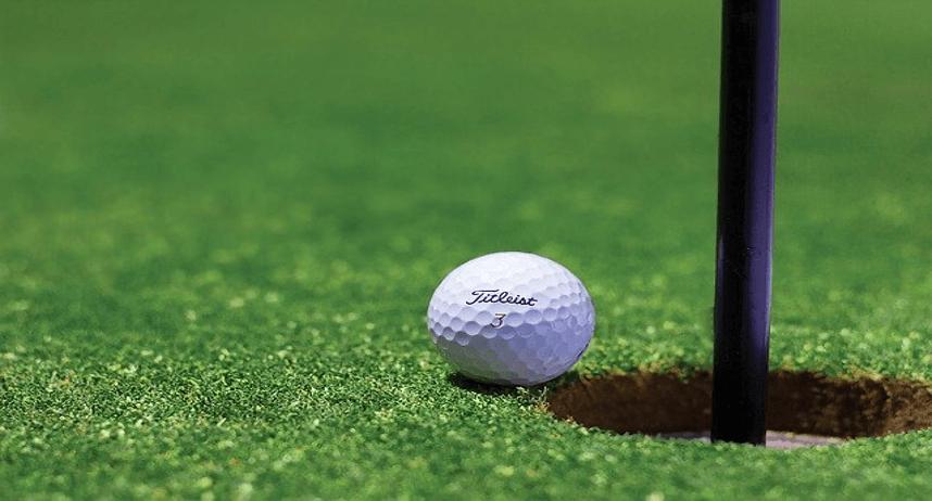 ゴルフホールとボール