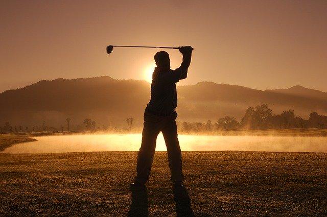ゴルフスイングと夕日